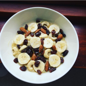 Chocolate, coconut and sour cherry protein oats cooked with coconut milk and coconut chips. Topped with banana, dried sour cherries and mixed nuts. All drizzled with some sugar free, calorie free coconut syrup